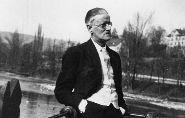 james joyce style of writing Widely considered the father of modernism, as well as one of the most influential writers in the irish canon, here we explore some of james joyce's best works.