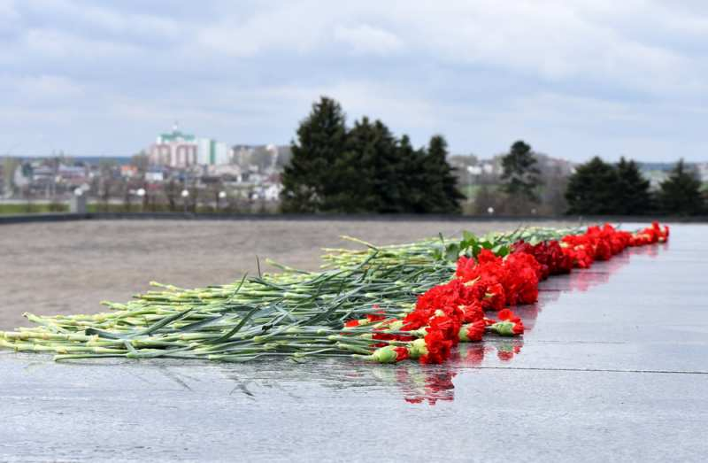 A solemn laying of flowers took place at the Mound of Glory